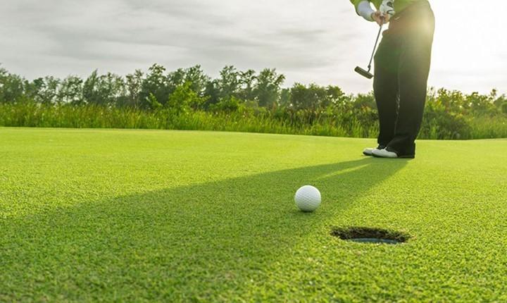 cypresswood golf club houston golf course putting on a golf green